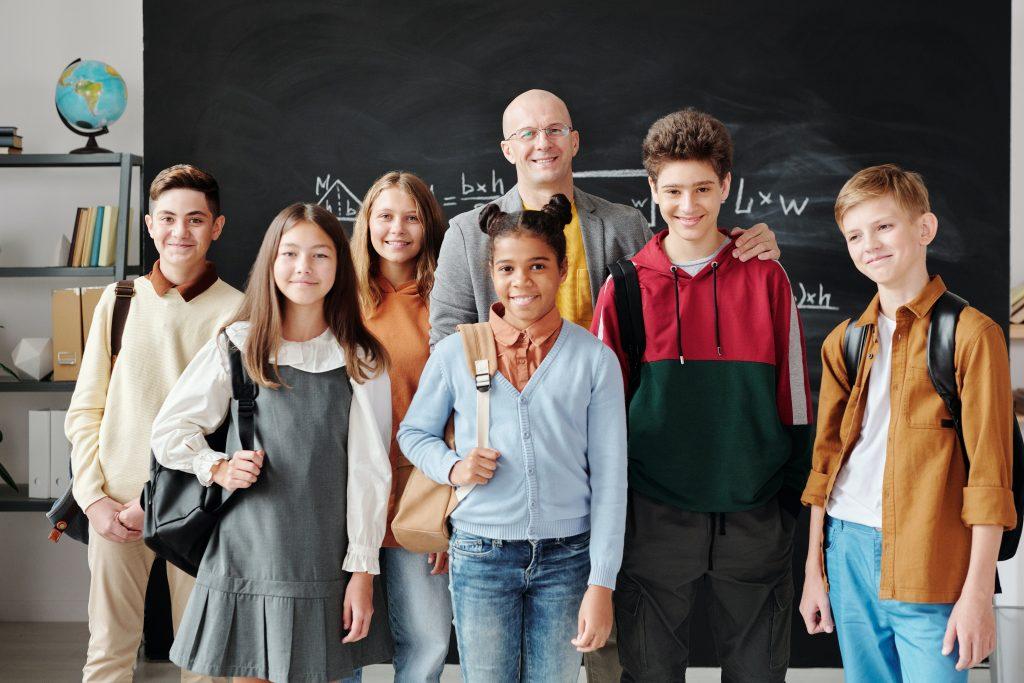 profesor con sus alumnos
