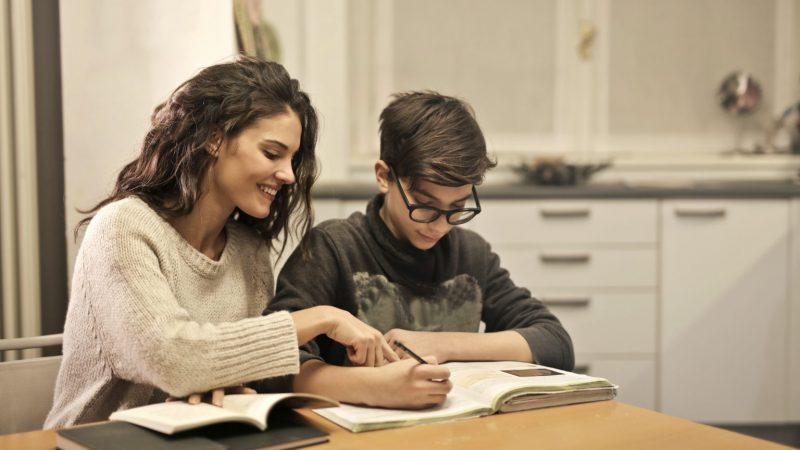 Cómo ayudar a mis hijos a mejorar su rendimiento académico