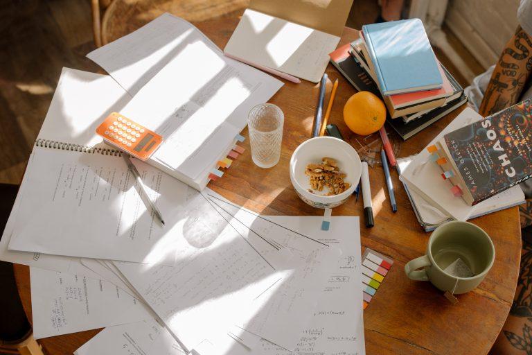 papeles desorganizados