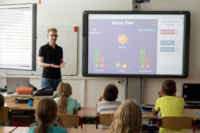 El mayor problema de las PDI es que se deben utilizar en aulas con poca claridad.