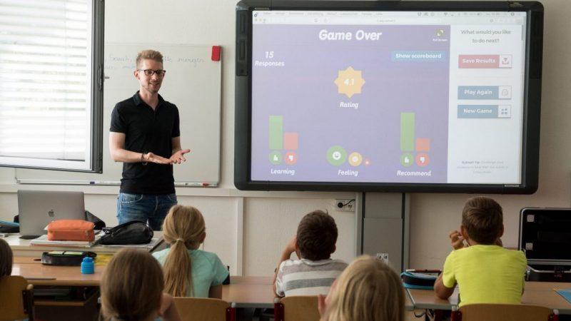 Paneles interactivos docentes: usos, ventajas y más