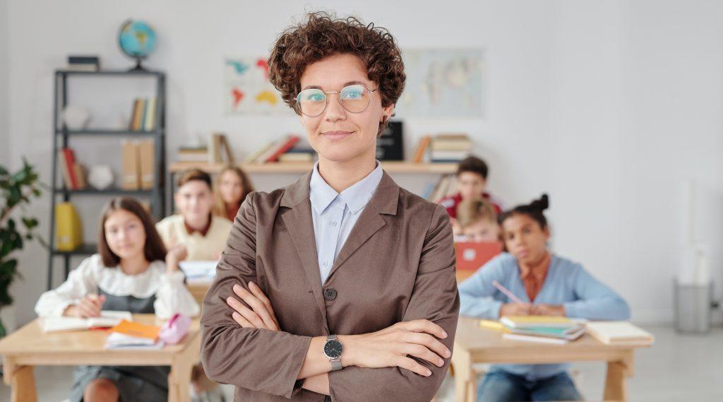 profesora contenta