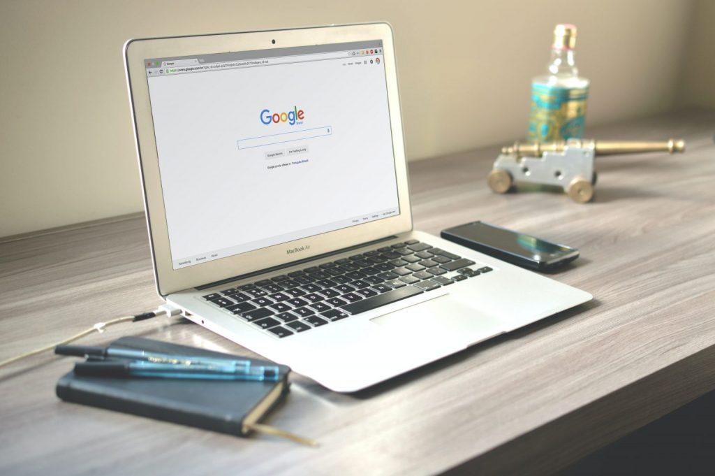 laptop con google